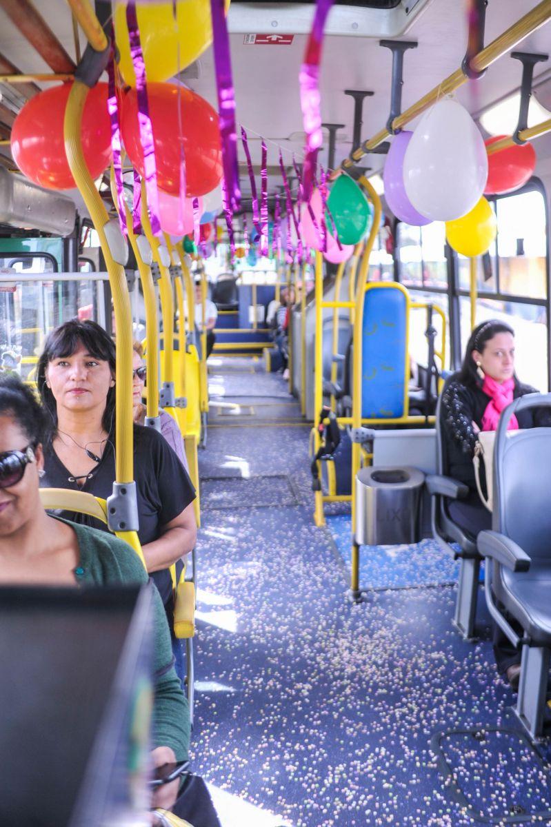 Motorista Da Ccd Decora ônibus E Se Fantasia De Palhaço Para O Dia
